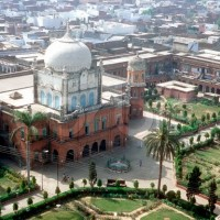 Does the Tablighi Jamaat pay any tribute to the Amirs of the Darul Uloom Deoband